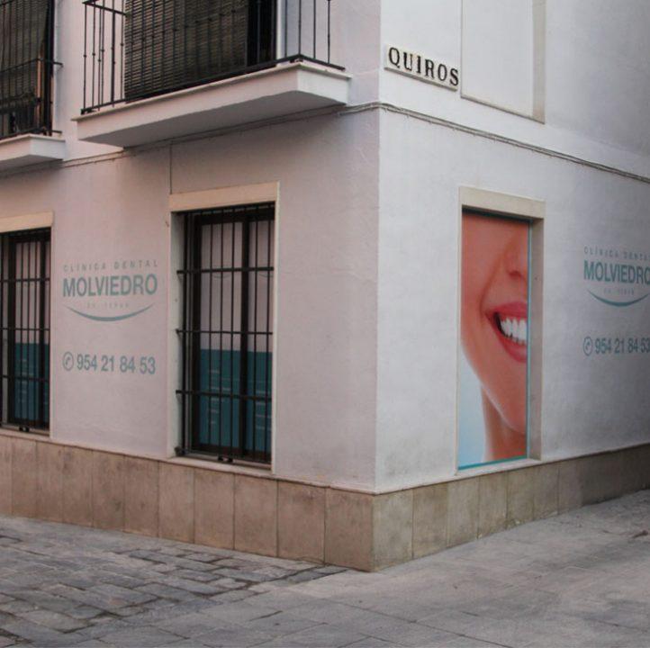 Clínica dental Molviedro en el centro de Sevilla