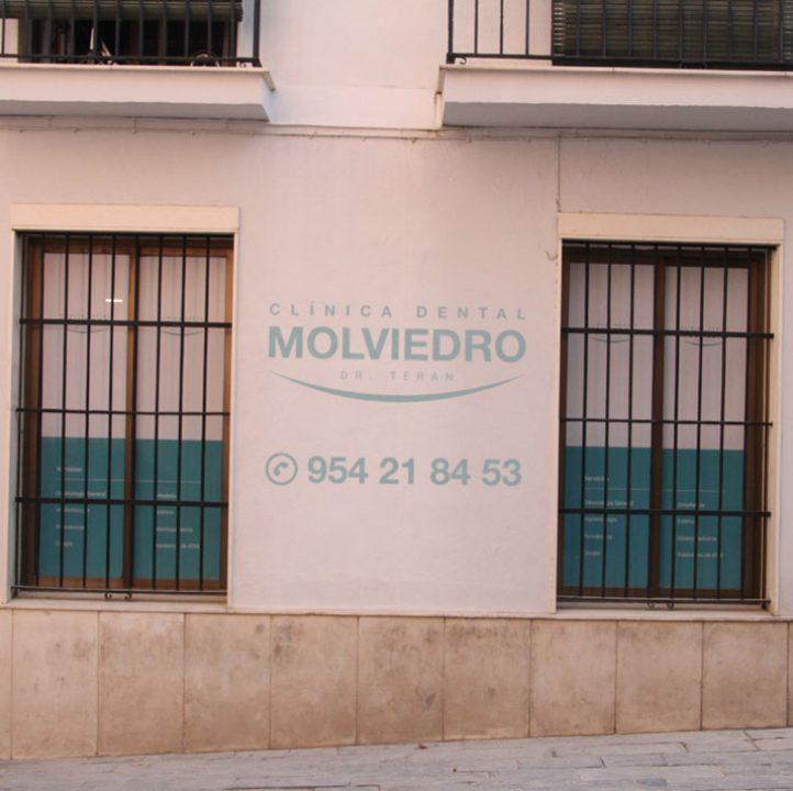 Clínica dental Molviedro en Sevilla